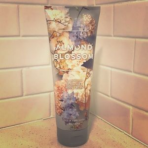 ✨NWT✨ 3/$20 Almond Blossom Ultra Shea Body Cream
